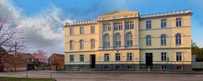 Zdjęcie budynku Szkoły Podstawowej nr. 1 w Tucholi